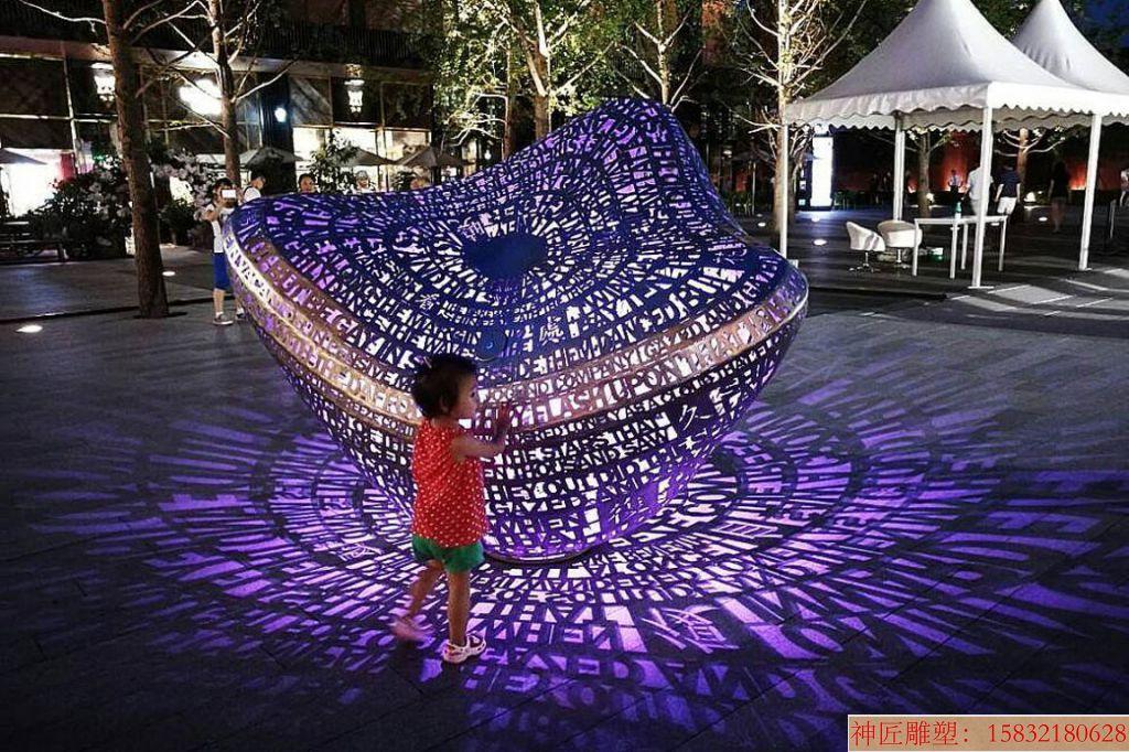 灯光镂空雕塑创意6